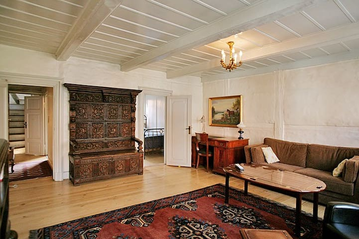 Your own 2nd floor in a unique townhouse from 1733