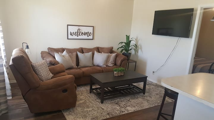 Newly Updated Apartment, Four Blocks from Downtown