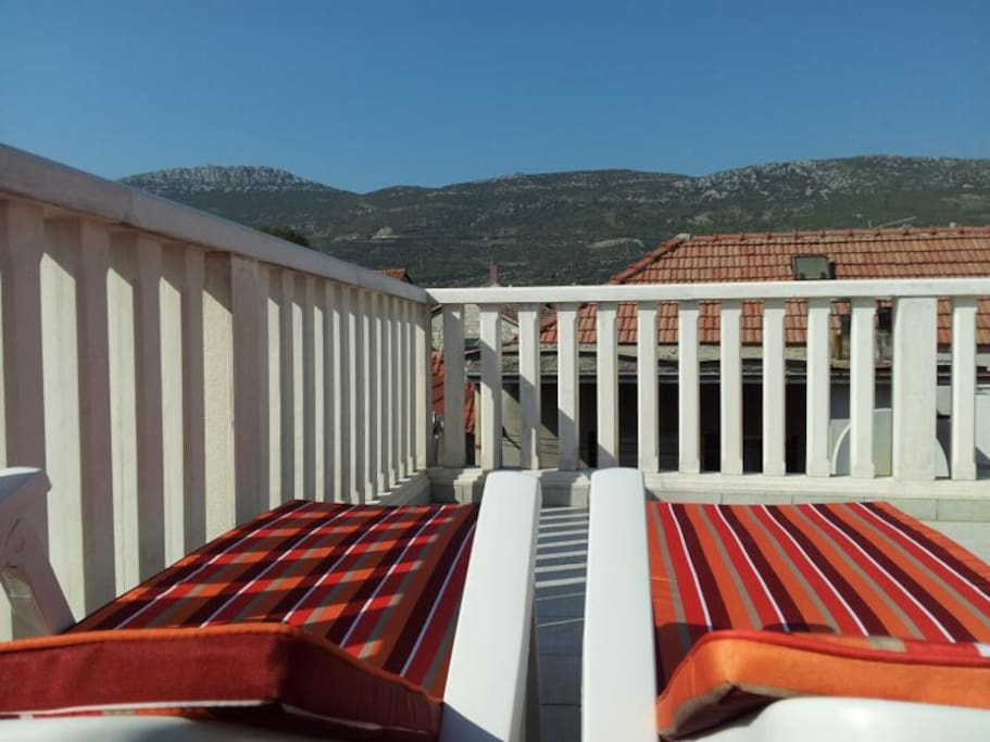 Roof Terrace - Loungers