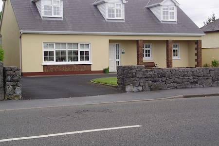 Family -Friendly B&B in Ennis Town - Ennis - Bed & Breakfast
