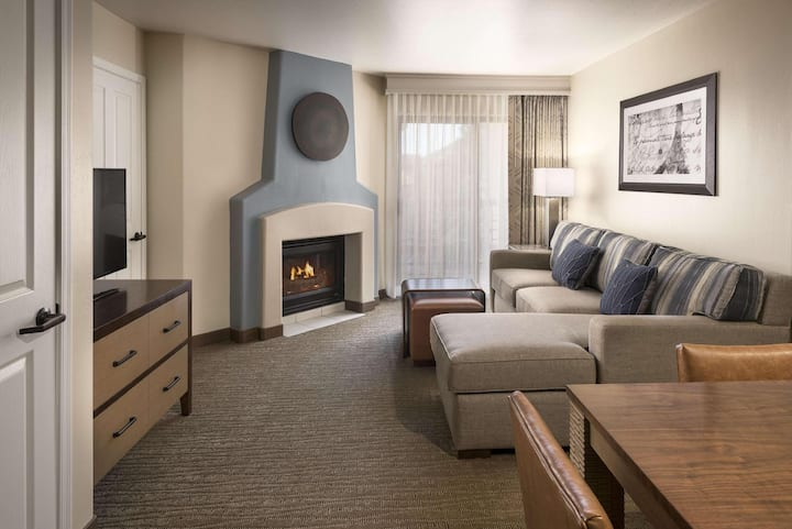 Comfy Suite Double Bed One Bedroom  At Oak Creek Village