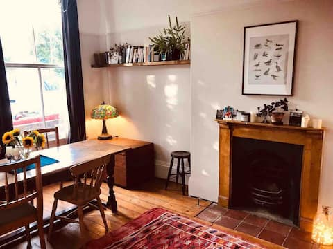 Elegant apartment in Moseley's leafy backstreets