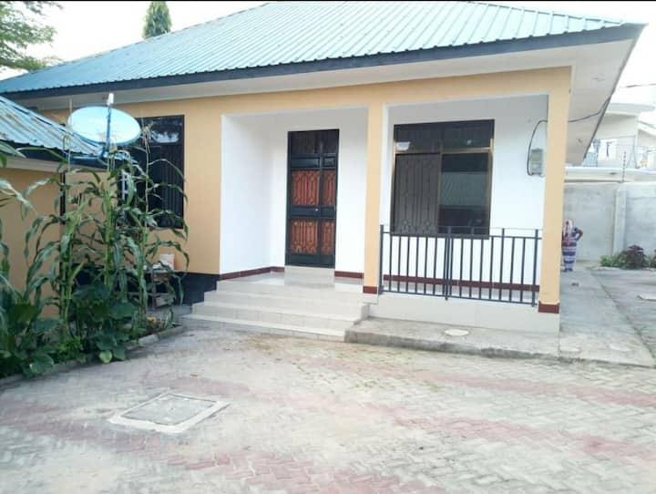 Shima Villa; Nice, Serene, Comfortable Family Home