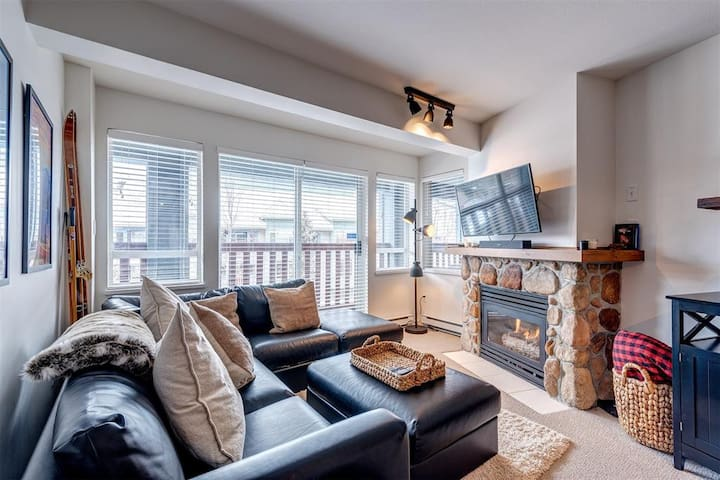 Bright + Beautiful Condo in the heart of Whistler