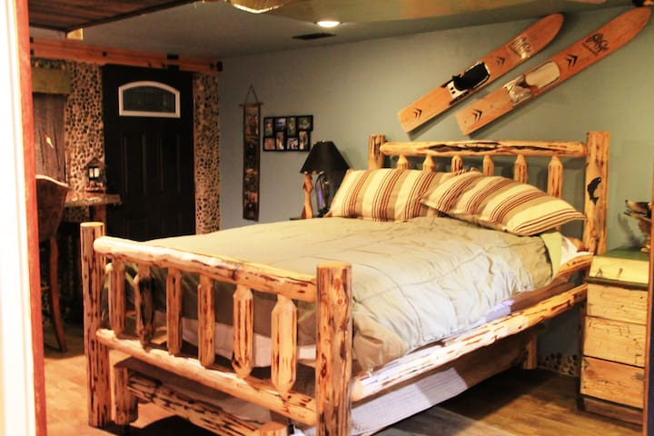 Fully Furnished Walk- out  Basement Apartment - Kalispell - Apartment