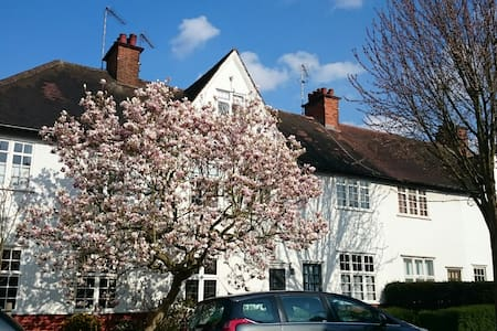 2 bedrooms & 1 sofa bed terraced house - London - Haus
