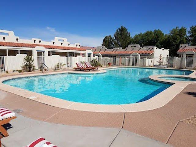 Resort Condo in Green Valley- pools, pickleball