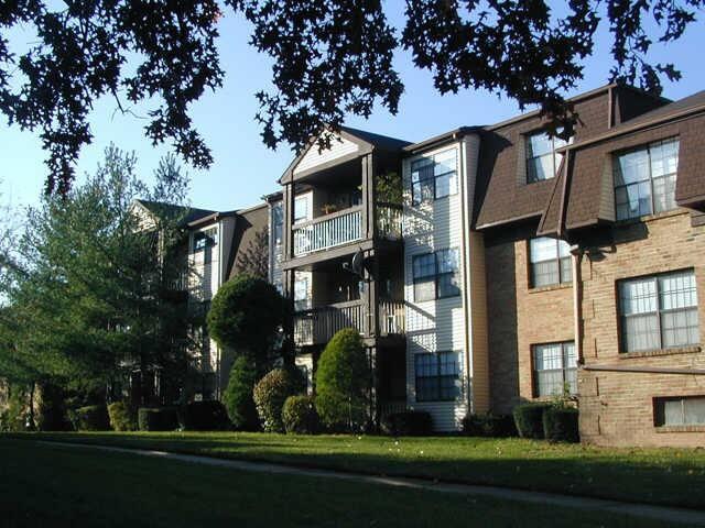 Large Gameroom Basement * - Woodbridge Township - Συγκρότημα κατοικιών