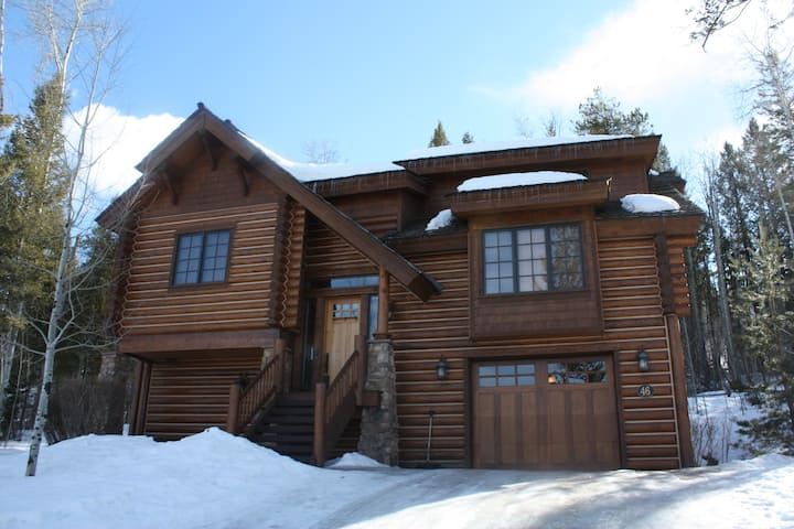 Teton Springs Mountain Resort Luxurious Log Cabin