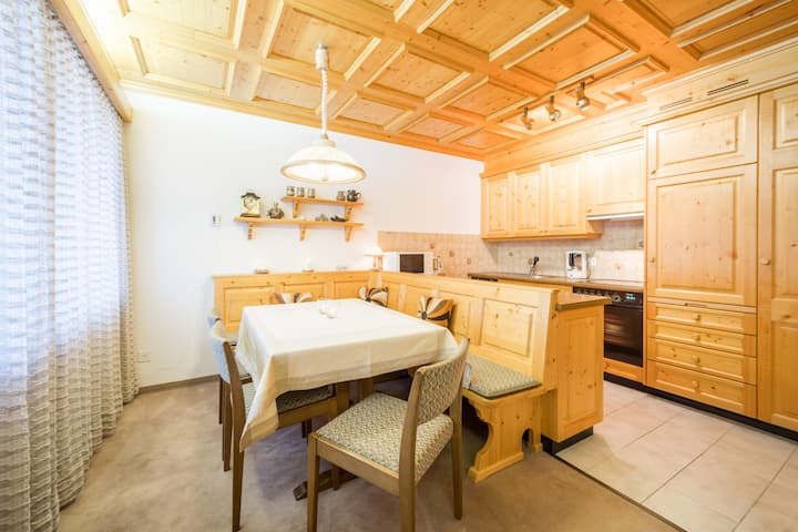 Cozy 3BR apartment right next to the valley station in Laax (Signina 7-13)