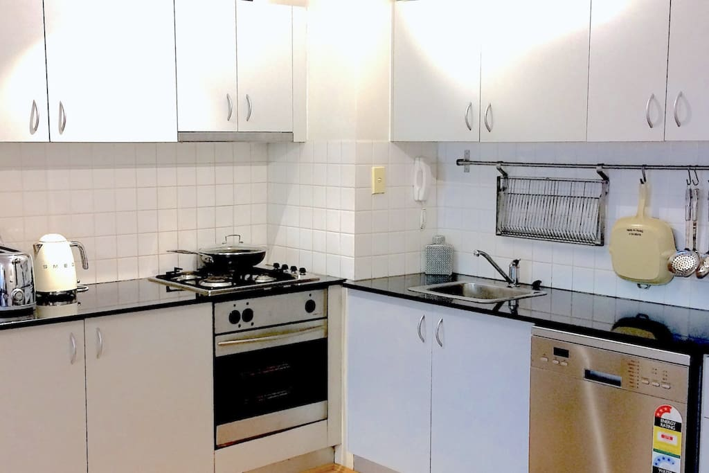 Modern kitchen with everything you'll need incl. SMEG appliances, Soda Stream, Pizza cooker, etc.