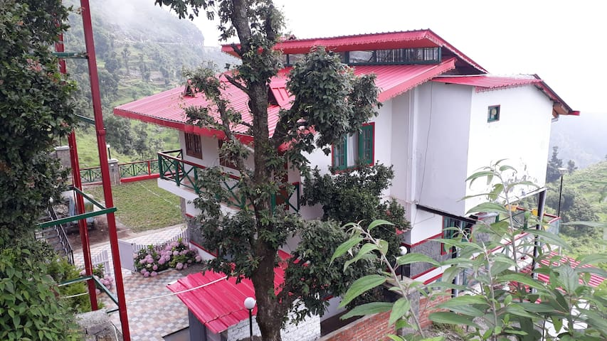 VEENU'S COTTAGE( 4 bedrooms/entire cottage)