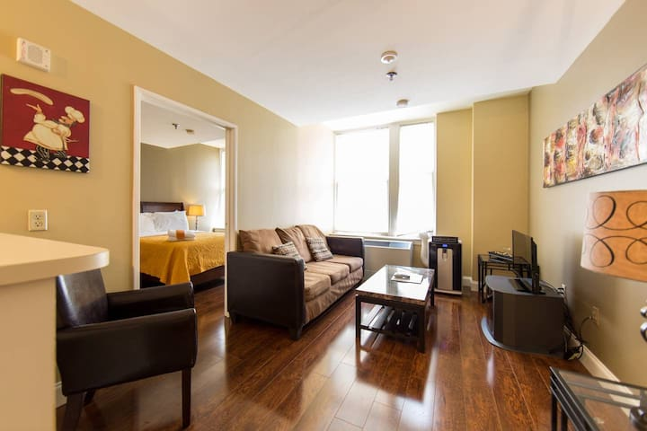 Intimate 1BR -WALK TO BEALE on 13th floor!