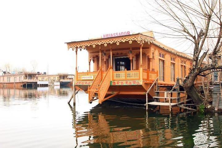 Houseboat Ambassador - Srinagar - Bed & Breakfast