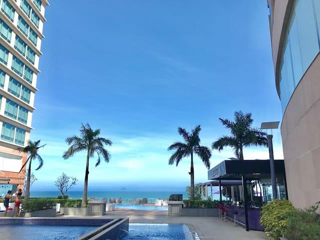 5 star luxury condo balcony seaview