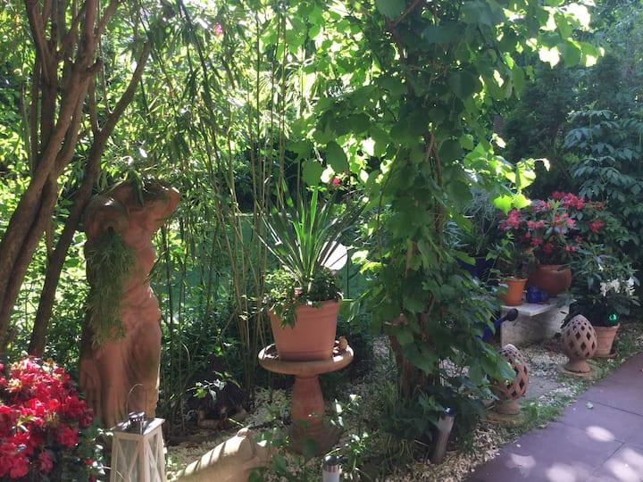 Suesses Zimmer in Gartenterrassenwohnung