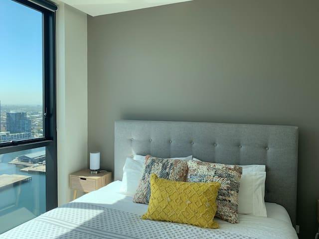 Waterfront boutique apartment 2 bds/2br/2p