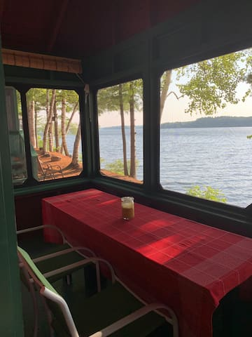 Maine summer lakefront cottage: panoramic view!