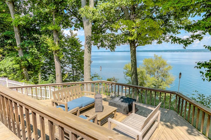 Lakefront Home Perfect for Families & Friends