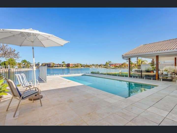 Waterfront 4 Bedroom home on Mooloolaba canals.