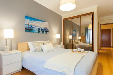 Lisbon South Bay, Cosy Apartment - Santo António - Leilighet