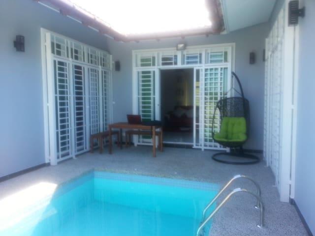 De Cardibourne Villa - Kuala Terengganu - House
