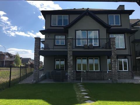Luxury Valley Ridge Home 3 Bedroom Walk-Out Suite