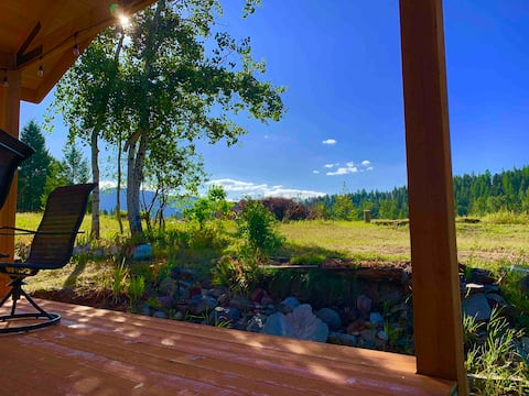 Upscale lodging minutes away from Glacier N. Park