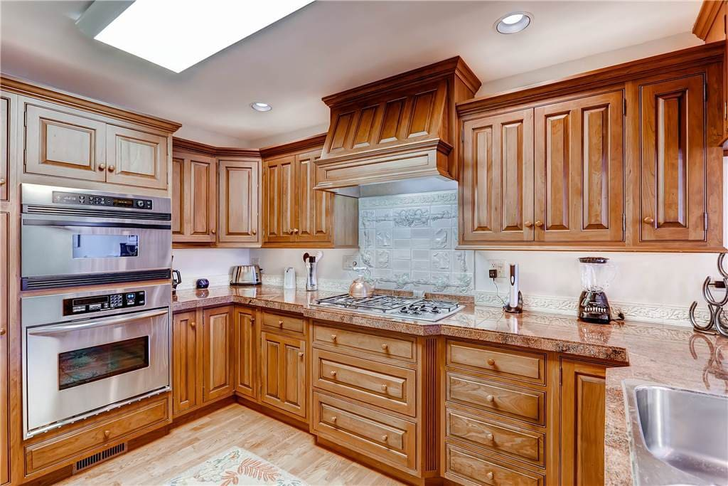 Sink,Indoors,Kitchen,Room,Cabinet