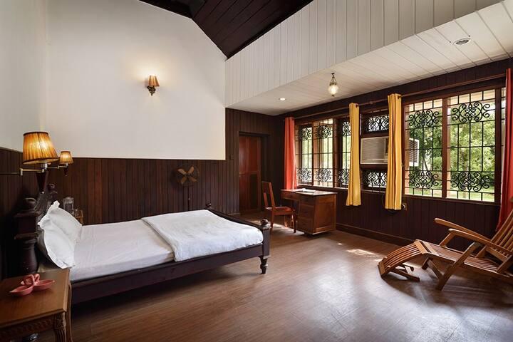 Pvt room Columbus Heritage in Kochi backwater view