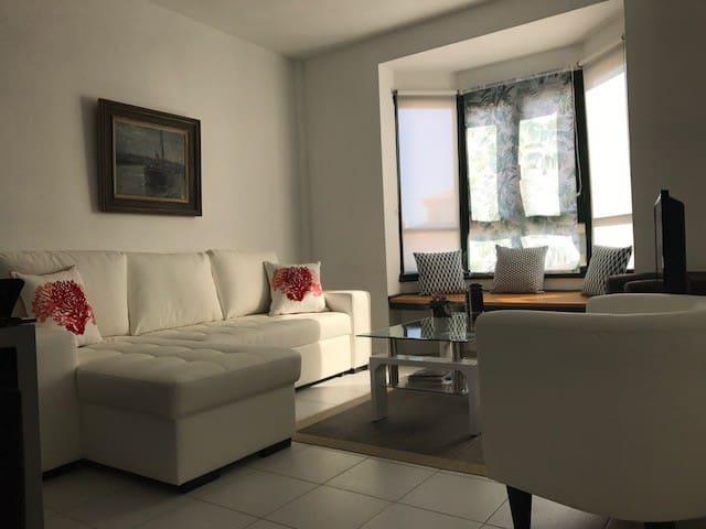 Lindo apartamento en un primer piso con piscina.