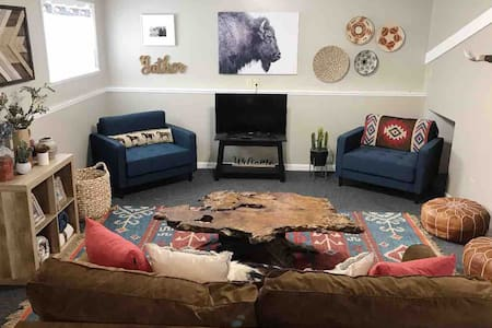 Bright &Sunny basement apartment! LOW cleaning fee