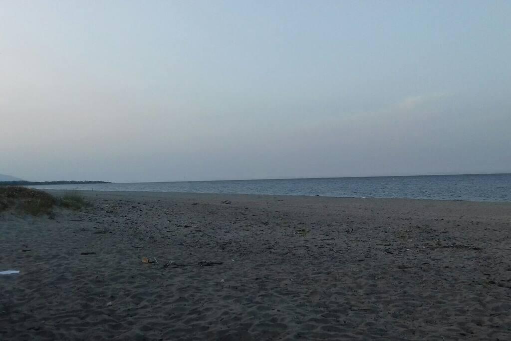 la plage le soir à 500m
