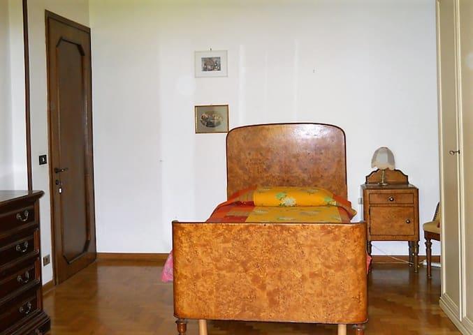 Sandra - Camera singola con letto da una piazza e mezza