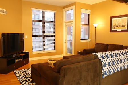 UK Campus/Downtown: Best in Show 2 Bedroom Condo - Lexington