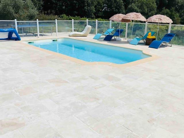 Appt LES OLIVIERS avec terrasse et accès piscine