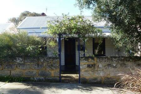 FREMANTLE COTTAGE - House
