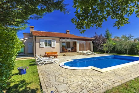 Villa Agava for 5 persons with pool - Žbandaj - House