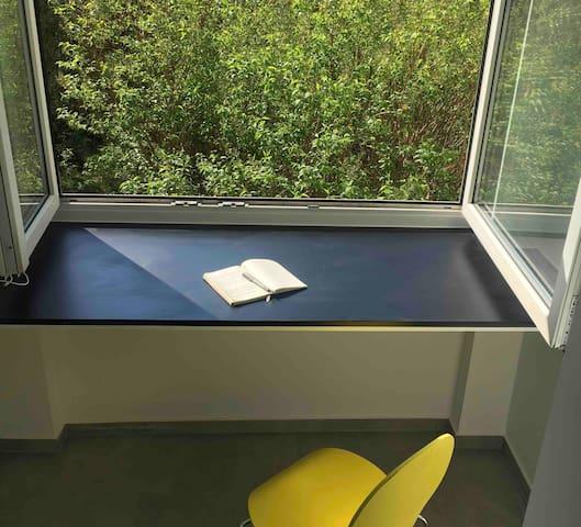 Moderne Atelier Wohnung in Westend, ruhig, hell