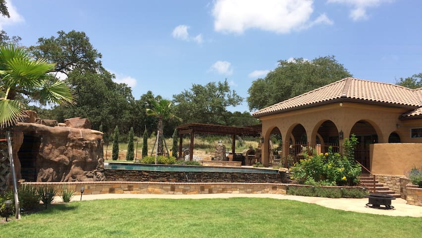 Villa at Cibolo Chase - 11 acres w/ private pool