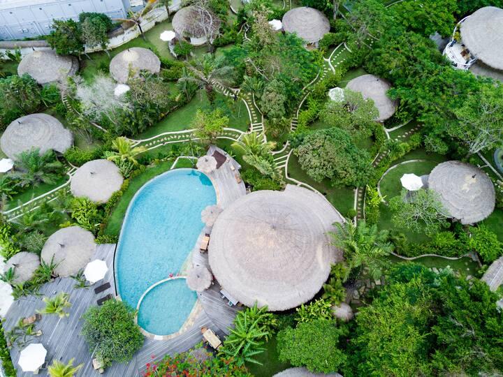 海边 - 茅屋顶传统巴厘岛石头小屋