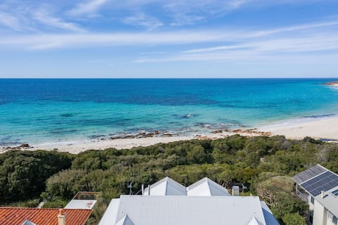 BEACHFRONT - JUST 50 METERS TO EAGLE BAY BEACH