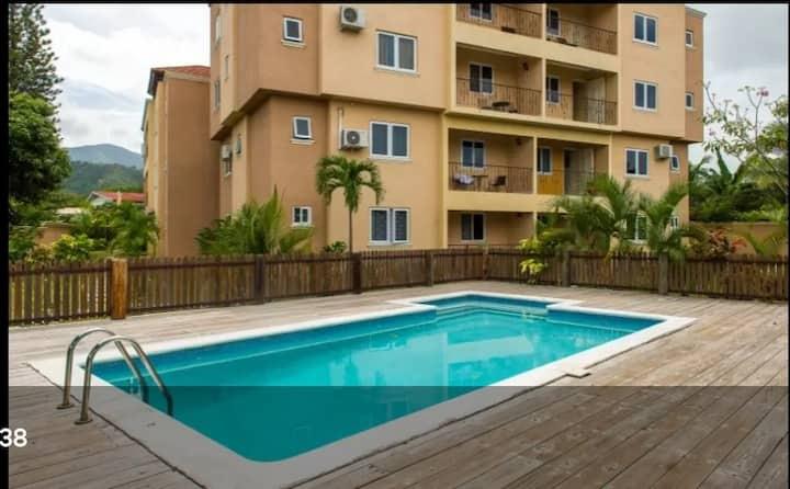 Secured & Contemporary Apartment in Mona- Liguanea