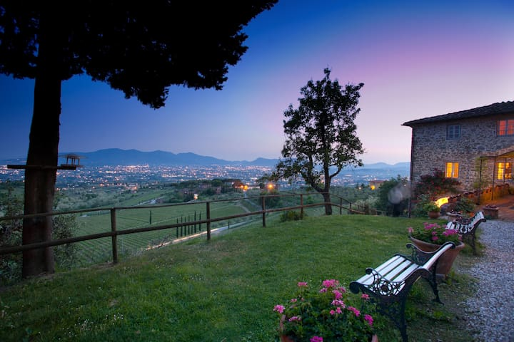 XII century holiday house with spectacular view - Valgiano - Huvila