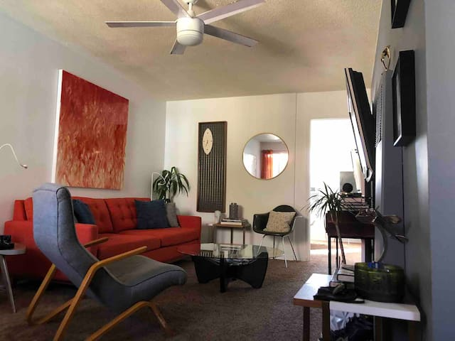 Huge 1 Bedroom Mid Century near EVERYTHING