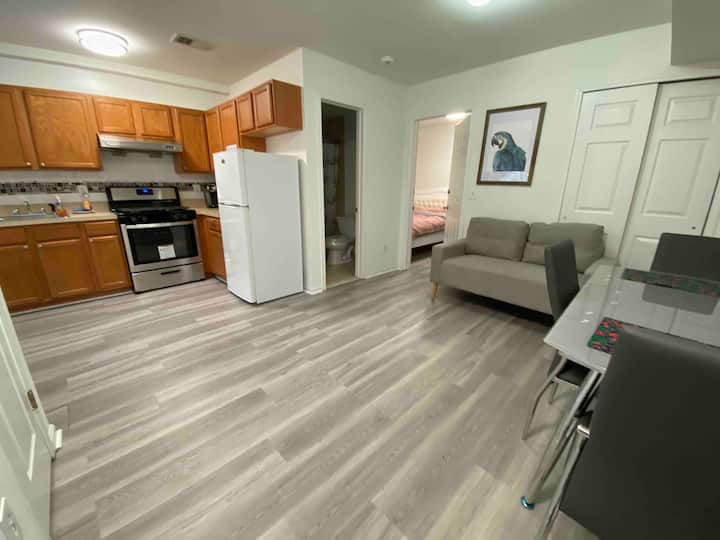 5 star apartment/Private entrance/Apple TV/cooking