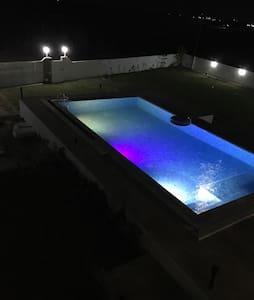 Luxury  villa pied dans leau . - Al Huwariyah