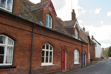 Delightful period cottage, village centre, Orford