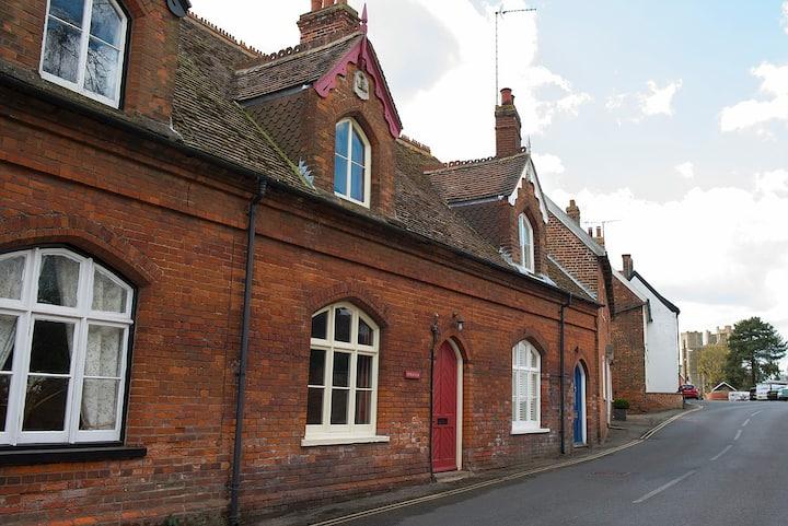 Delightful period cottage, village centre, Orford