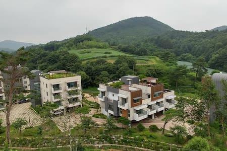 Modern Villa near Alpensia & YongPyong ski resort - Daegwalnyeong-myeon, Pyeongchang-gun - Huvila